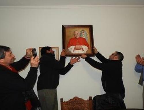 Párroco de Lugano trajo regalo del Papa Francisco a la Argentina