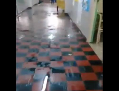 Reclamo de la comunidad por escuela inundada en Villa Lugano